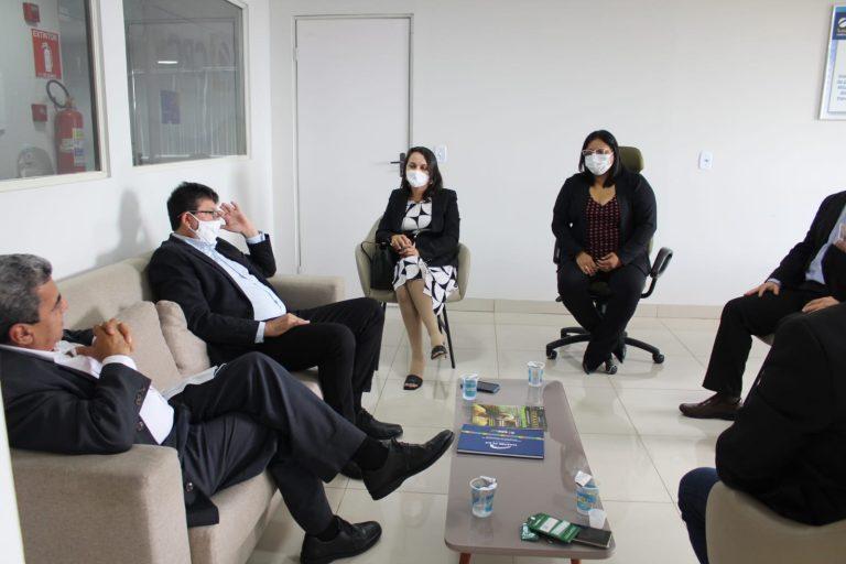 CRC-PI recebe visita do presidente e conselheiros do CRC-MA